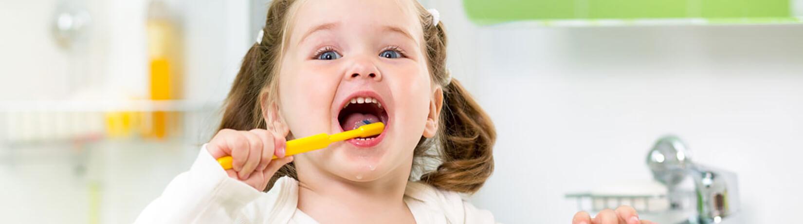Як привчити дитину чистити зуби: ТОП-5 порад
